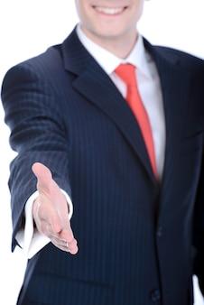 Biznesmen oferuje uścisk dłoni