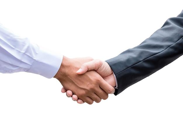 Biznesmen partnerstwa uścisk dłoni po zakończeniu umowy na białym tle
