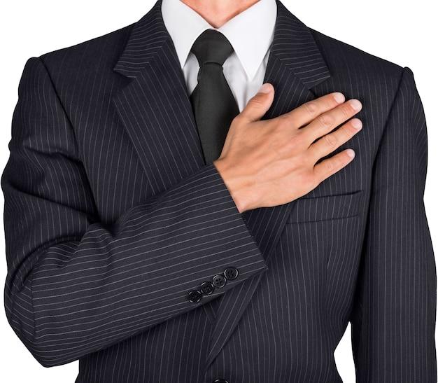 Biznesmen-patriota, obywatel trzymający dłoń na sercu