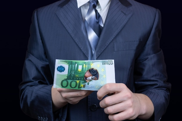 Biznesmen pieniądze papierosa