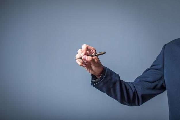 Biznesmen pisania markerem