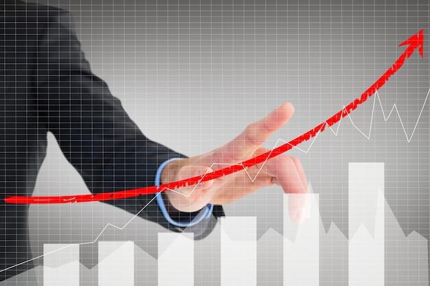 Biznesmen pokazano ewolucję biznesu z grafiką