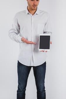 Biznesmen pokazano tablet