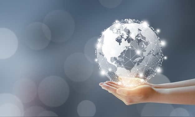 Biznesmen posiadający globalną technologię i cyfrowe połączenie sieciowe mediów
