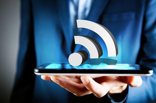 Biznesmen Posiadający Ikonę Wifi Ilustracja 3d Premium Zdjęcia