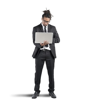 Biznesmen praca z laptopem