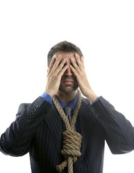 Biznesmen przed samobójstwem, sznur na szyi