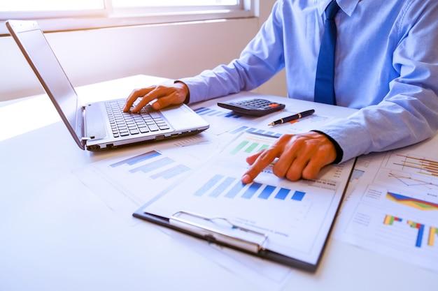 Biznesmen rachunkowości i finansów concept.