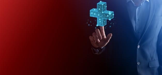 Biznesmen ręka trzyma 3d plus niska ikona wielokąta. znak plus wirtualny oznacza, że oferuje pozytywne rzeczy, takie jak korzyści, rozwój osobisty, zysk sieci społecznej, ubezpieczenie zdrowotne, koncepcje wzrostu.