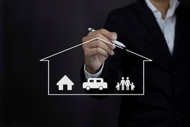 Biznesmen rysunek ochronny ikona rodziny samochodów w domu