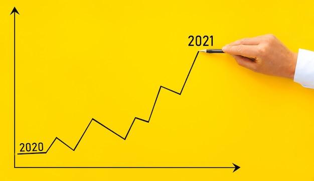Biznesmen rysunek strzałka wykres korporacyjny przyszły rok wzrostu