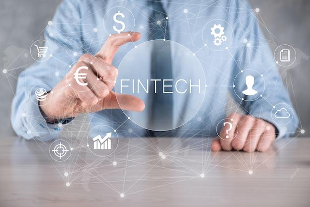 Biznesmen trzymać fintech-koncepcja technologii finansowej. płatności bankowości inwestycyjnej biznesu. inwestowanie w kryptowaluty i pieniądze cyfrowe. koncepcja biznesowa na wirtualnym ekranie.