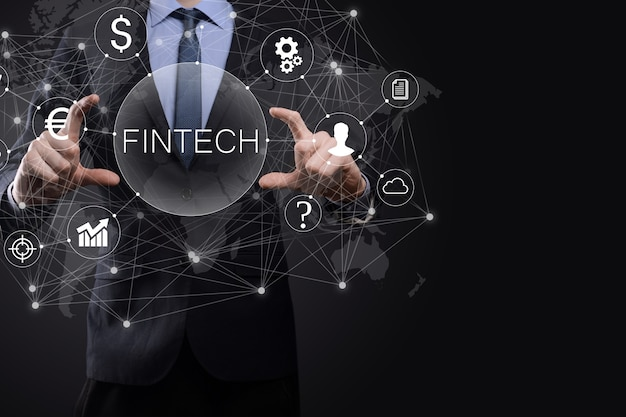 Biznesmen trzymać fintech-koncepcja technologii finansowej. płatności bankowości inwestycyjnej biznesu. inwestycje w kryptowaluty i pieniądze cyfrowe. koncepcja biznesowa na wirtualnym ekranie.