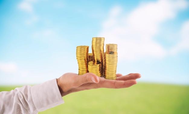 Biznesmen trzymać stosy pieniędzy pojęcie sukcesu i rozwoju firmy