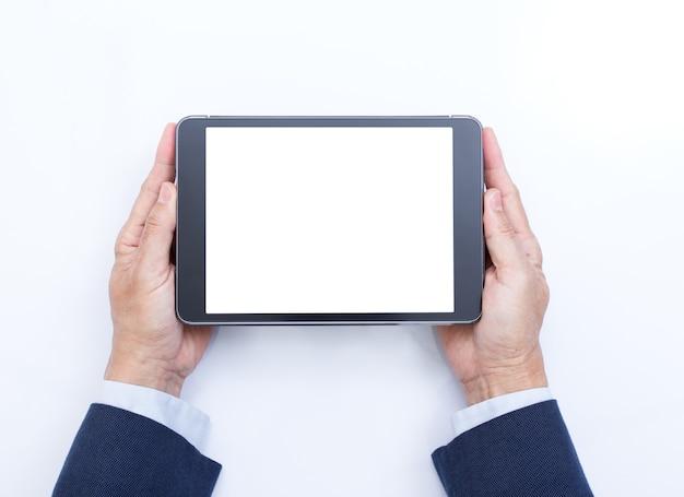 Biznesmen trzymając się za ręce komputer cyfrowy tablet na białym tle