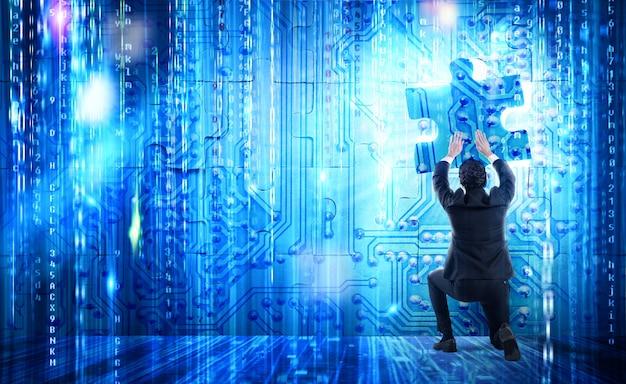 Biznesmen układa futurystyczną układankę, wstawiając brakujący element