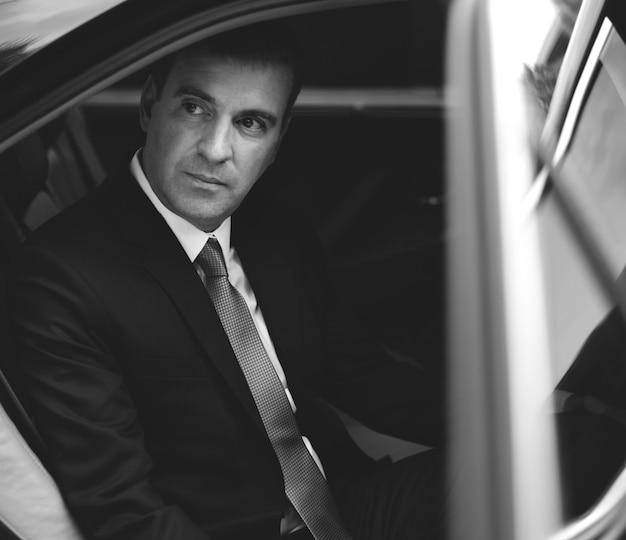 Biznesmen usługi transportu korporacyjnego taksówką