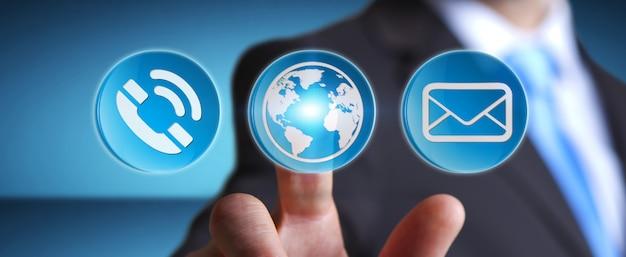 Biznesmen używa nowożytną cyfrową aplikację