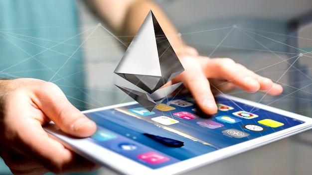 Biznesmen używa smartphone z ethereum cryptocurrency szyldowym lataniem wokoło połączenia sieciowego