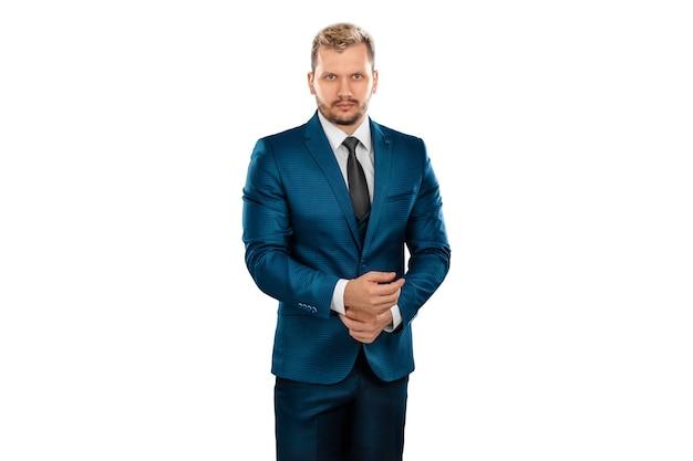 Biznesmen w garniturze na białym tle