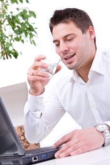 Biznesmen w jego biurze