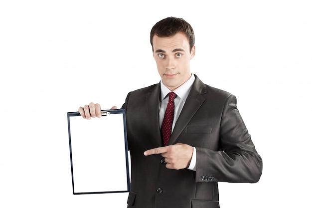 Biznesmen wskazuje palec przy pustym schowkiem