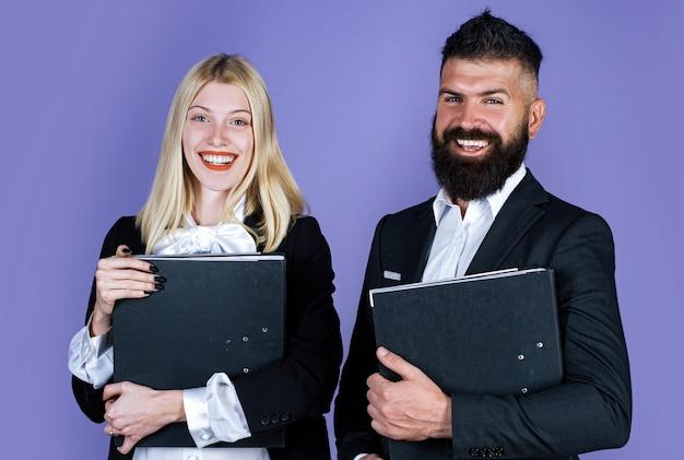 Biznesmen współpracuje. portret współpracujący biznesmen i bizneswoman