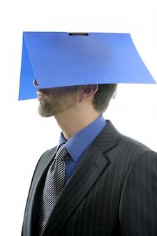 Biznesmen z błękitną skoroszytową głową