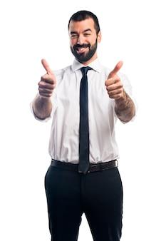 Biznesmen z kciukiem do góry