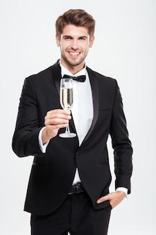 Biznesmen z szampanem. w fajnym garniturze