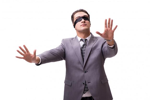 Biznesmen z zasłoniętymi oczami na białym tle
