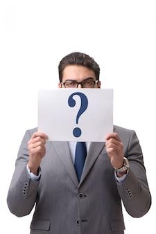 Biznesmen z znakami zapytania odizolowywającymi na bielu