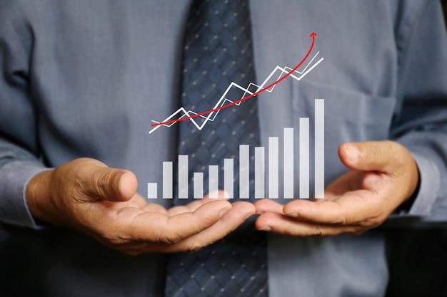 Biznesmena chwyta wykresu mapa, pieniężna