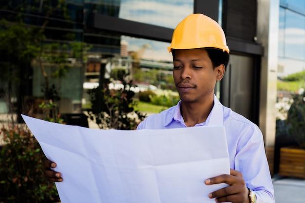 Biznesmena inżyniera dewelopera mienia projekt