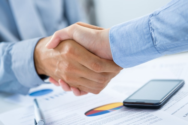 Biznesmeni, drżenie rąk
