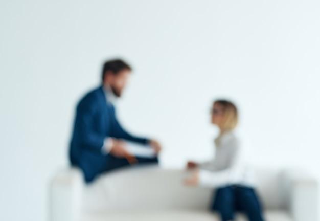 Biznesmeni i kobiety siedzący na kanapie w zespole komunikacyjnym communication