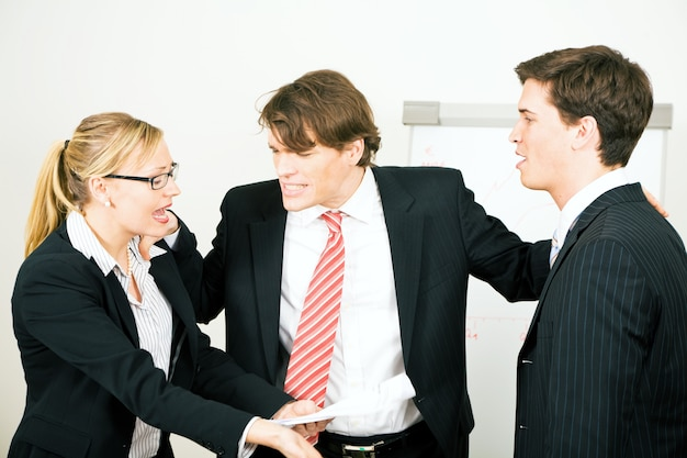 Biznesmeni kłócą się