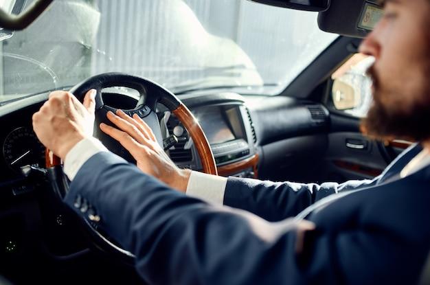 Biznesmeni oficjalny kierowca pasażera drogi bogaty. zdjęcie wysokiej jakości