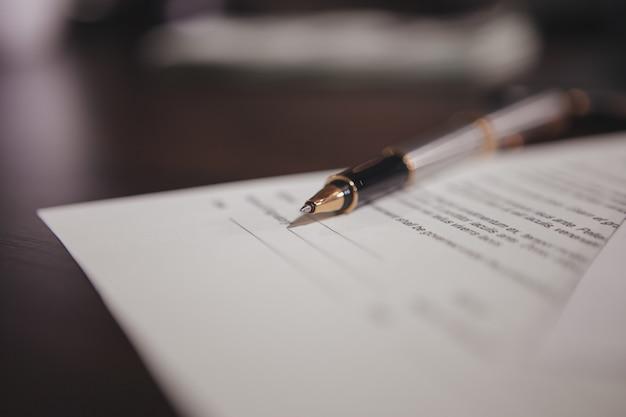 Biznesmeni podpisali umowę