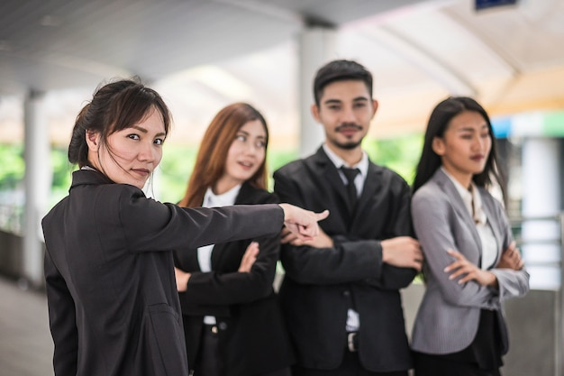 Biznesmeni w biurze