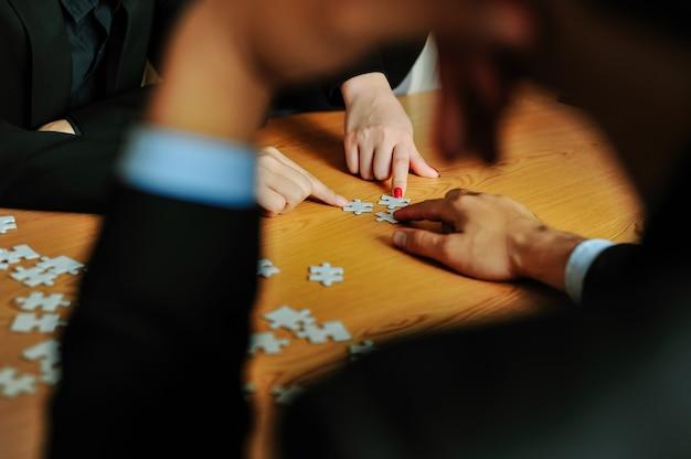 Biznesmeni z pracy zespołowej