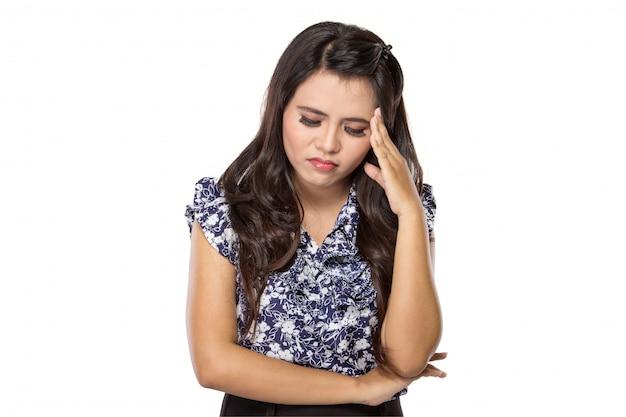Biznesowa kobieta stresująca się przy pracą.