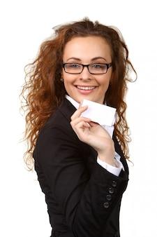 Biznesowa kobieta z pustą wizytówką