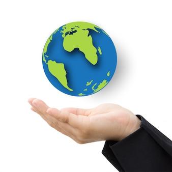 Biznesowa ręka z papierową kulą ziemską