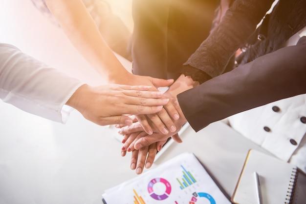 Biznesowe spotkanie zespołowe i sukces w celu osiągnięcia celu