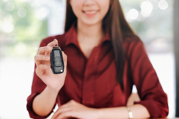 Biznesowe ubezpieczenie samochodu, sprzedaż i zakup samochodu, finansowanie samochodu, kluczyk do umowy sprzedaży pojazdu.