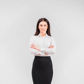 Biznesowej kobiety pozycja z krzyżować rękami