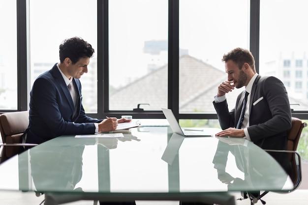 Biznesowi korporacyjni koledzy współpracowników pracy pojęcie