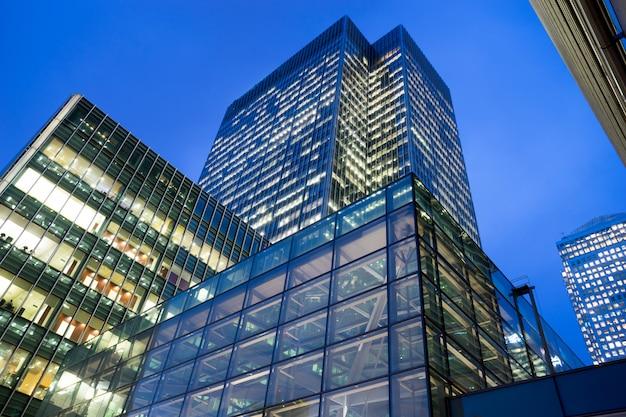 Biznesowy budynek biurowy w londyn, anglia, uk