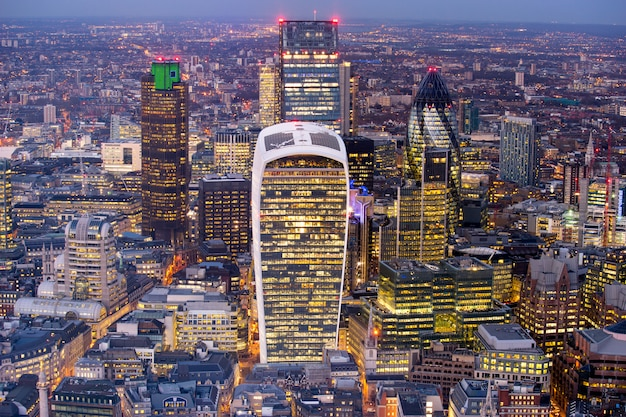 Biznesowy budynek biurowy w londyn, anglia